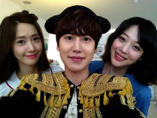 [SNS PIC] Kyuhyun Is Sandwiched Between YoonA and Sulli