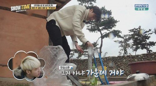 INFINITE's Sunggyu Gets Scolded for His Poor Dishwashing Skills