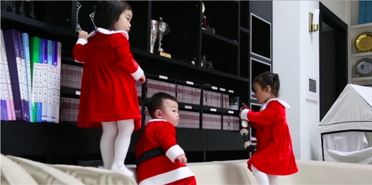 "Daebak Transforms Into Baby Santa on ""The Return of Superman"""