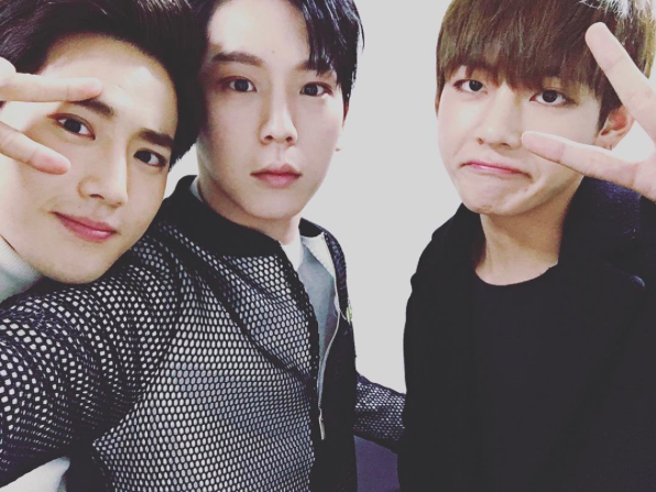 "Boy Groups Unite in Friendly ""Music Bank"" Backstage Selca"