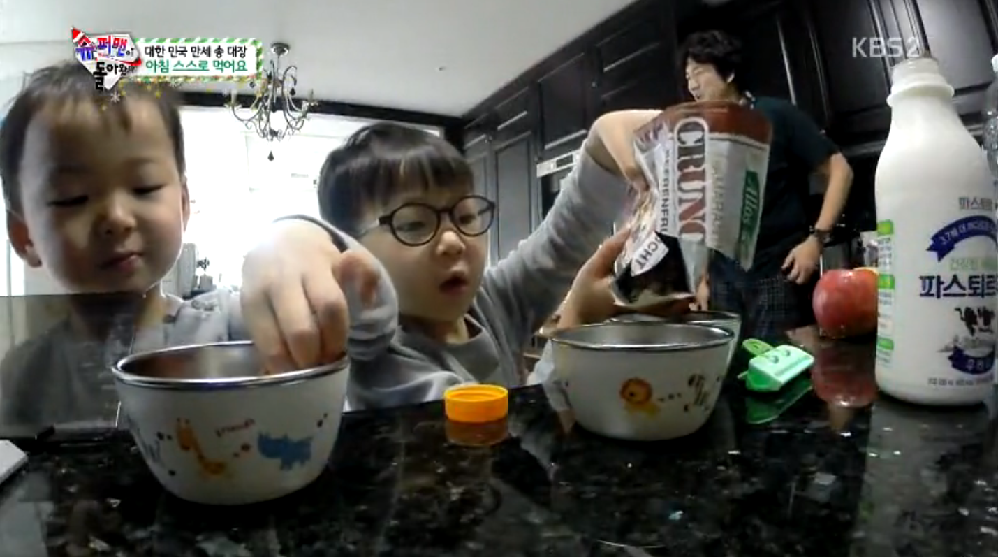 """Song Triplets Make Their Own Breakfast on """"The Return of Superman"""""""
