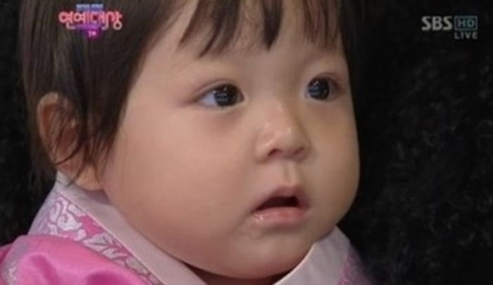 """Adorable Images of Choo Sarang From Before """"The Return of Superman"""" Resurface"""