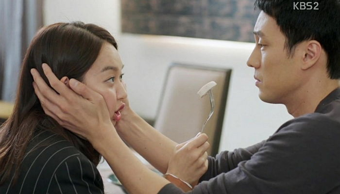 So Ji Sub's Hands and Shin Min Ah's Face at Center of Hot Debate