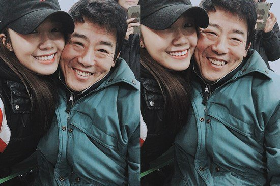 "A Pink's Jung Eun Ji Visits Her ""Reply 1997"" Dad, Sung Dong Il"