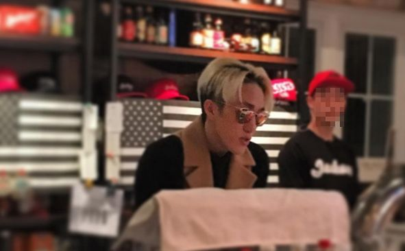 Zion.T Holds Pizza Party With Fans for Charity