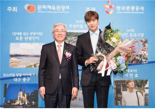 Lee Min Ho Receives Award For Outstanding Promotion of Tourism