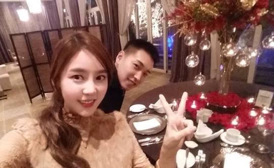 Super Junior's Sungmin and Kim Sa Eun Celebrate Their 1-Year Wedding Anniversary