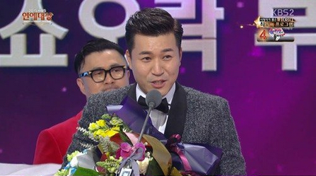 Kim Jong Min Wins Entertainment Award for the First Time in 9 Years