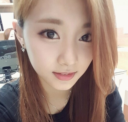 TWICE's Tzuyu in Talks to Join New Variety Show With Her Brother