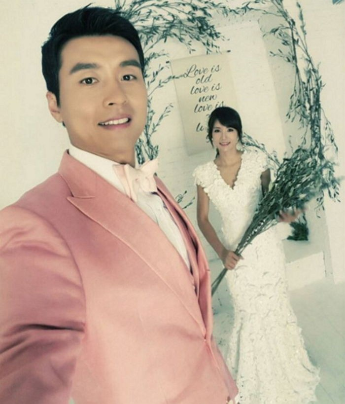 Lee Dong Gook and His Wife Pose for Their 10-Year Anniversary Wedding Photo Shoot