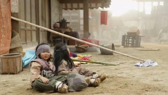 """Song Triplets' Much-Anticipated Scene Airs in Song Il Gook's Historical Drama """"Jang Young Shil"""""""