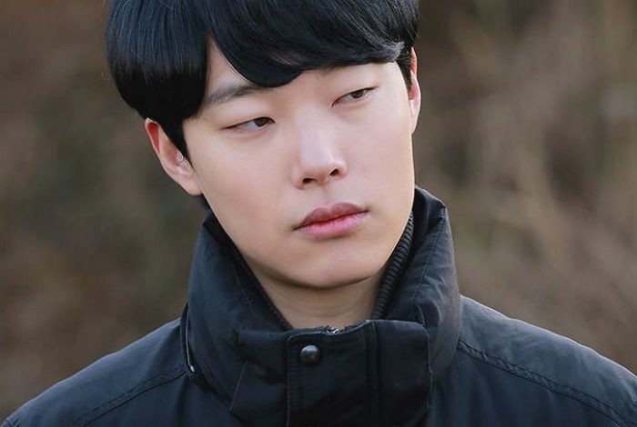 """Ryu Jun Yeol Got Into a Car Accident on His Way to """"Reply 1988"""" Set"""