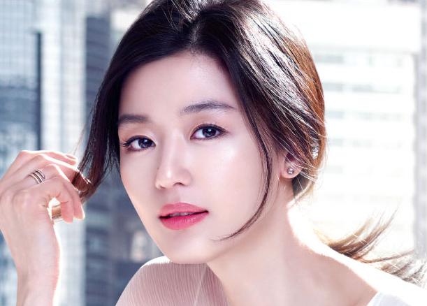 """Slate Columnist Links Korean Skincare Regimen to """"Radical Feminist Self-Care"""""""