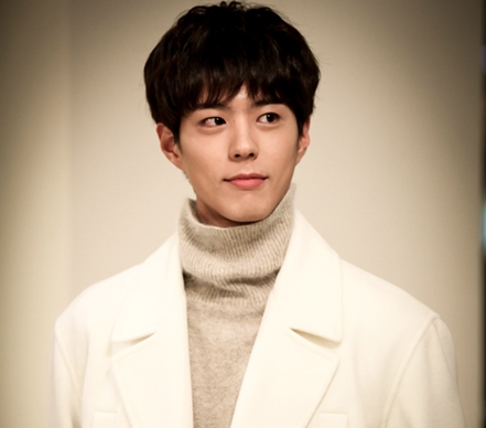"Park Bo Gum's Kind Manners Impress ""Uncle Fan"""
