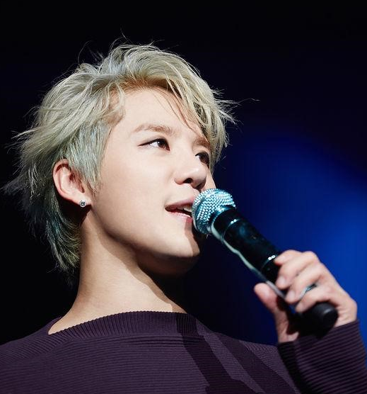 "JYJ's Junsu Wins the Seoul Music Awards ""Popularity Award"""