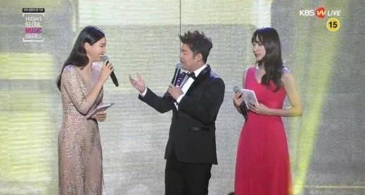 EXID's Hani Cries When Jun Hyun Moo Mentions JYJ's Junsu at 25th Seoul Music Awards