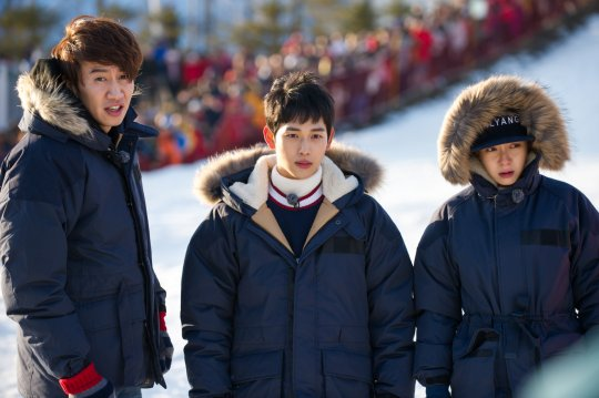 "Im Siwan and Lee Kwang Soo Become Song Ji Hyo's Older Brothers on ""Running Man"""