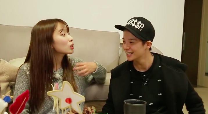 Watch: Amber Interprets for Rainbow's Jisook's Web Show