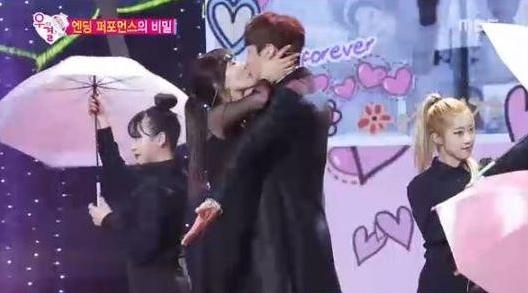 Kwak Si Yang and Kim So Yeon Dish on Kiss During 2015 MBC Entertainment Awards