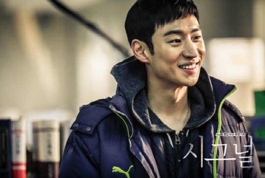 """Lee Je Hoon's Reps Respond to Criticism of His Performance in """"Signal"""""""