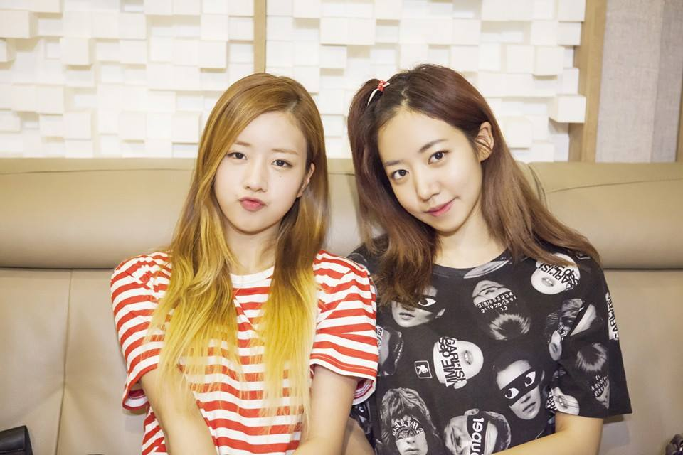 "A Pink's Namjoo and Bomi in Talks to Become ""Tasty Road 2"" MCs"