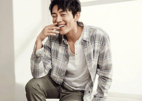 """Yoo Ah In Declares Himself a Fan of The """"Song-Song"""" Couple From """"Descendants of the Sun"""""""