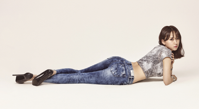 Ryu Hye Young and Sung Hoon Are Rocking Jeans as the New Faces for Buckaroo