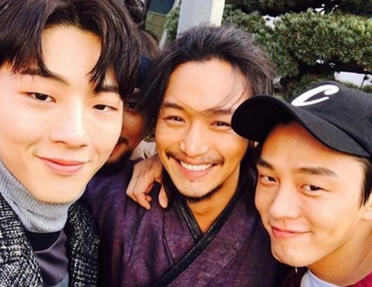 Byun Yo Han, Ji Soo, and Yoo Ah In Show Off Their Close Friendship