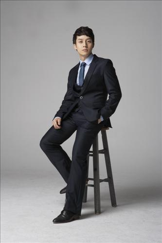 Heo Kyung Hwan Joins Cube Entertainment