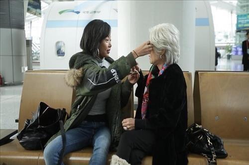 "Jessi Turns Into a 58-Year-Old ""Hip-Hop Ahjumma"" on MBC Pilot ""Future Diary"""