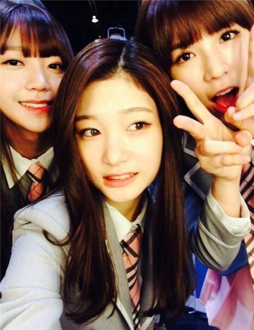 """Produce 101"" Chaeyeon, Eunbin, and Kim Sohee Take Friendly Selfie"
