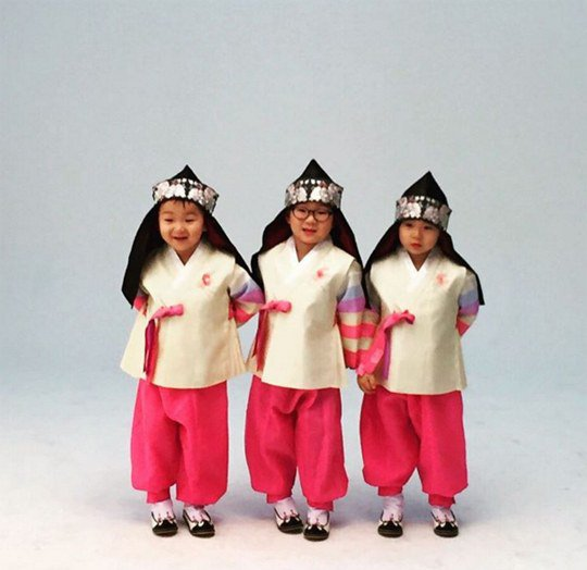 Song Triplets Deliver Good Fortune With New Year's Greeting