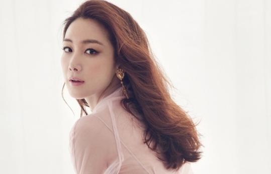 Choi Ji Woo Reveals How She Feels About YG Entertainment