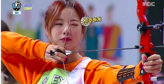 "EXID Competes Against Red Velvet in ""Idol Star Athletics Championships"" Archery Finals"