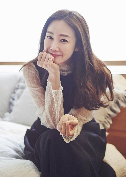 """Choi Ji Woo Picks Actresses She'd Like to Do """"Youth Over Flowers"""" With"""