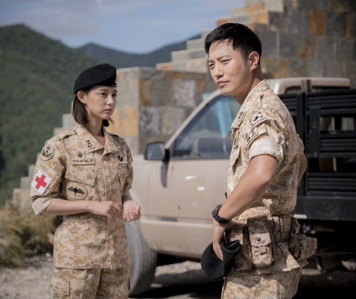 """Love to Bloom in the Field for Kim Ji Won and Jin Goo in """"Descendants of the Sun"""""""