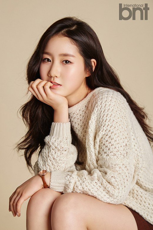 """Jin Ji Hee Names """"Reply 1988"""" Actor as Ideal Type in First Fashion Pictorial"""