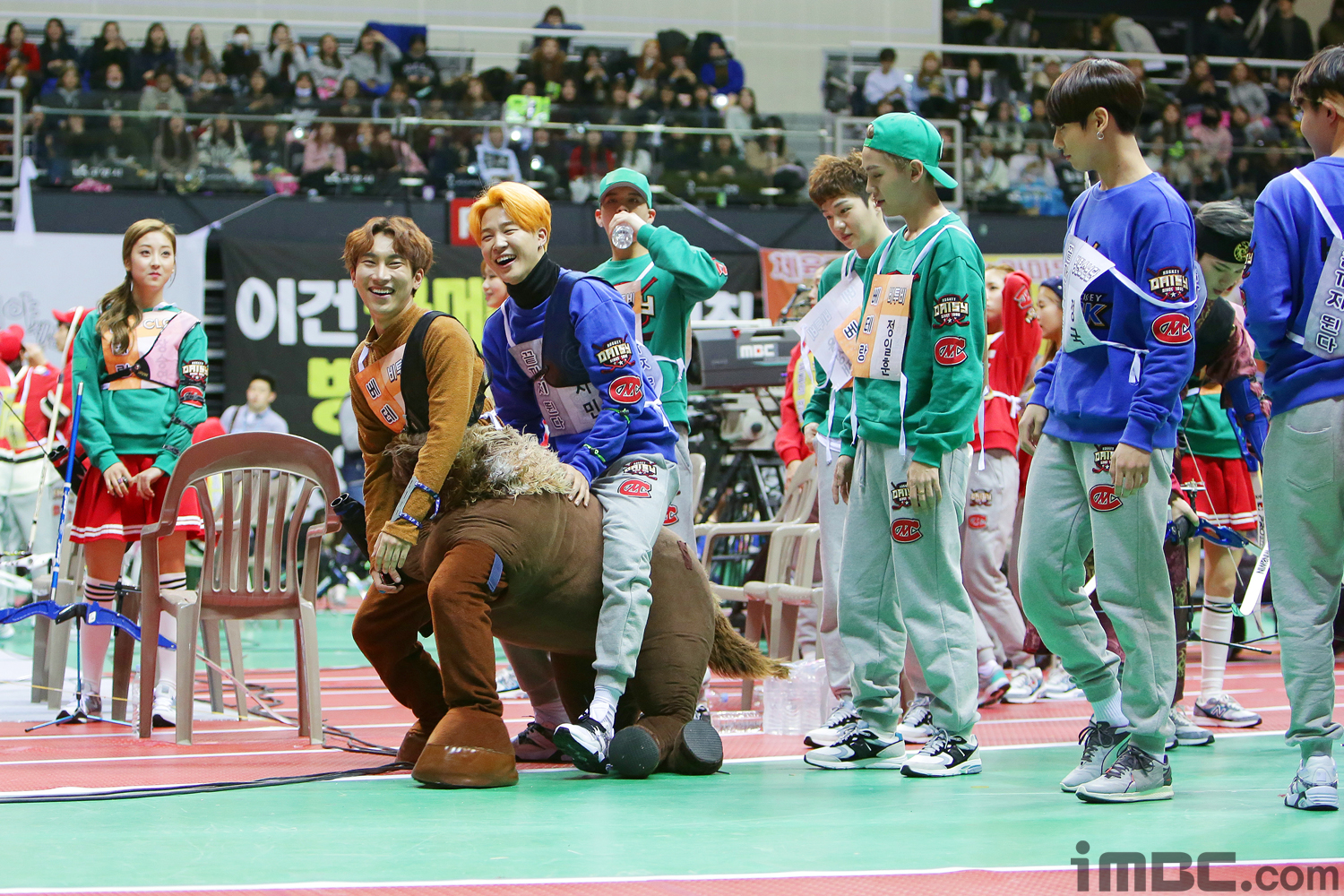 "BTS's Jimin and More Try to Ride BTOB's Eunkwang's Horse Costume at ""2016 Idol Star Athletics Championships"""