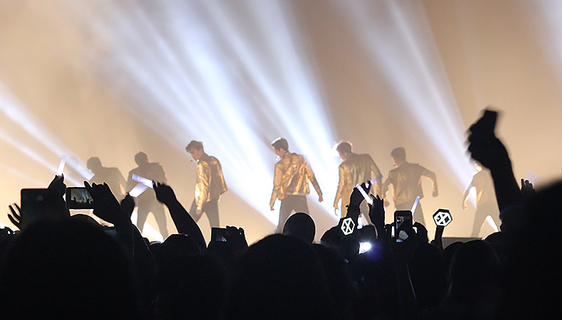 6 Times EXO Was Iconically EXO at The EXO'luXion LA