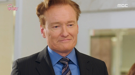 "Conan O'Brien Makes Special Appearance and Speaks Korean on ""One More Happy Ending"""