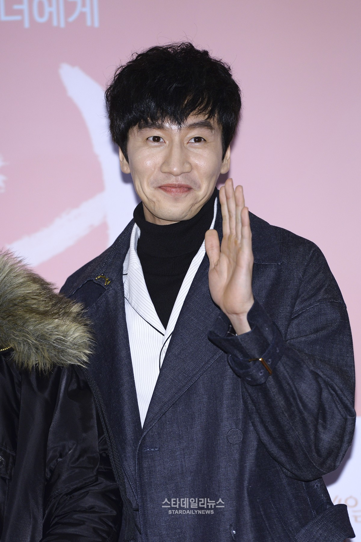 """Lee Kwang Soo in Talks to Star in Sitcom Based on Webtoon """"The Sound of Your Heart"""""""