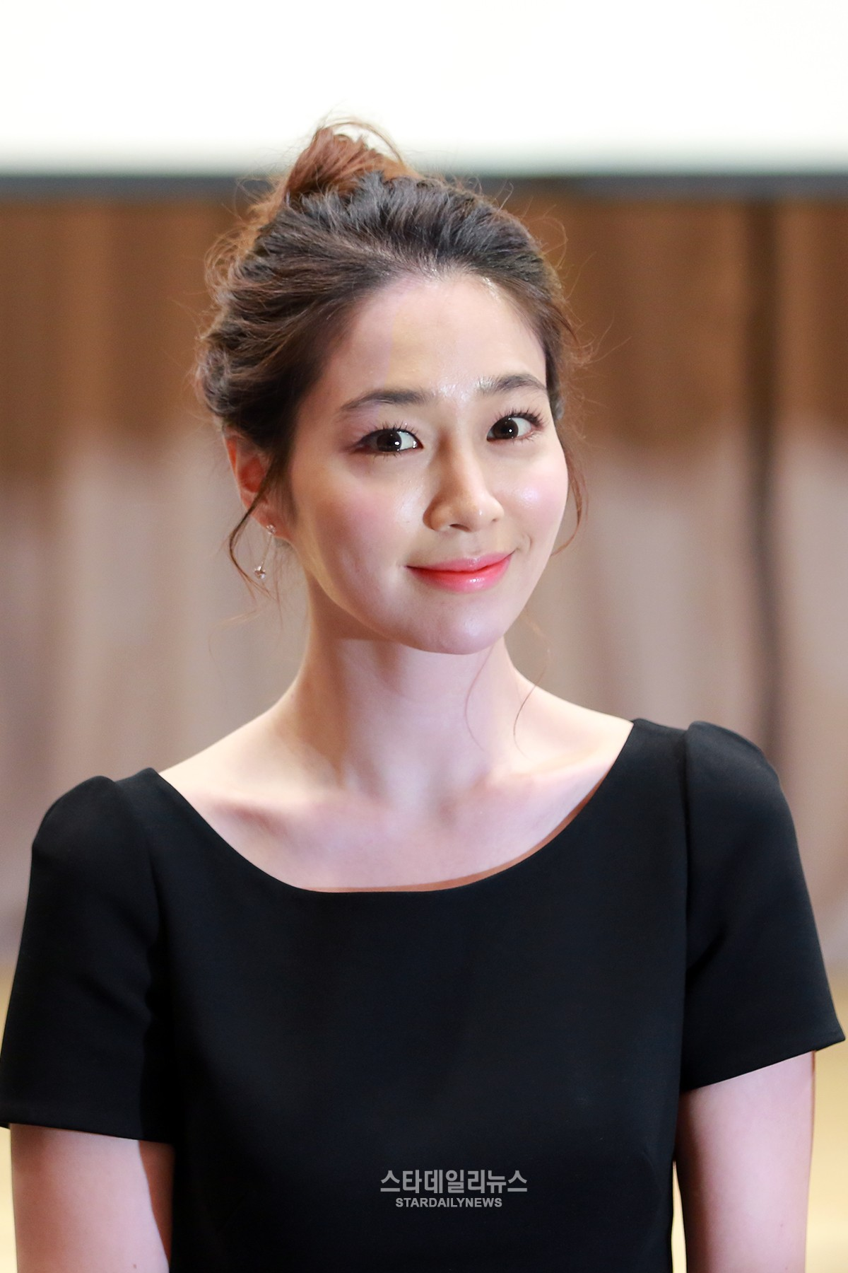 "Lee Min Jung Reveals She Both Laughed and Cried Reading the Script for ""Please Come Back, Mister"""