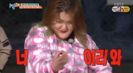 "Lee Guk Joo Is a Fatal Seductress On ""2 Days & 1 Night"""