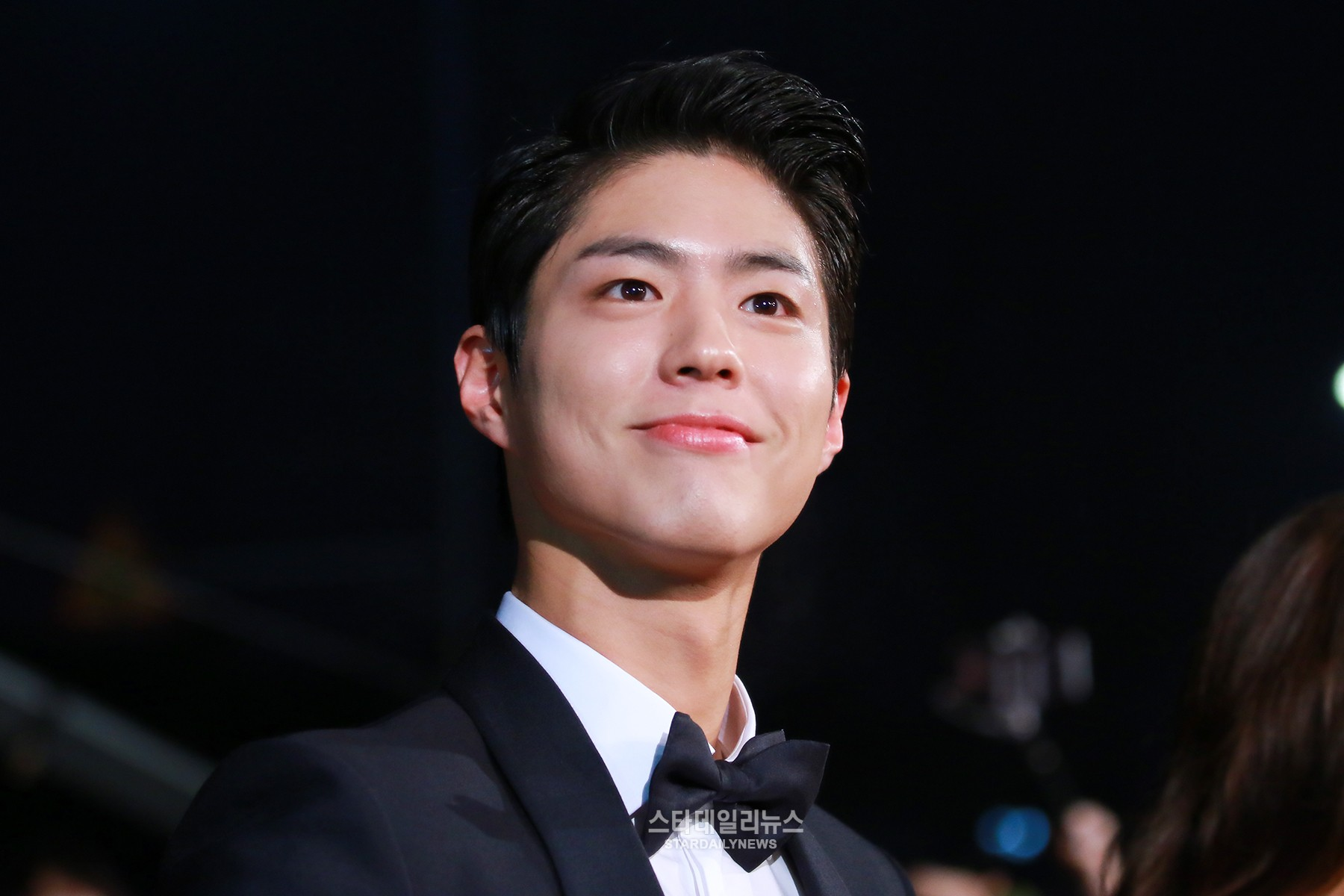 This Is How Park Bo Gum Reacts When Fans Give Him Gifts