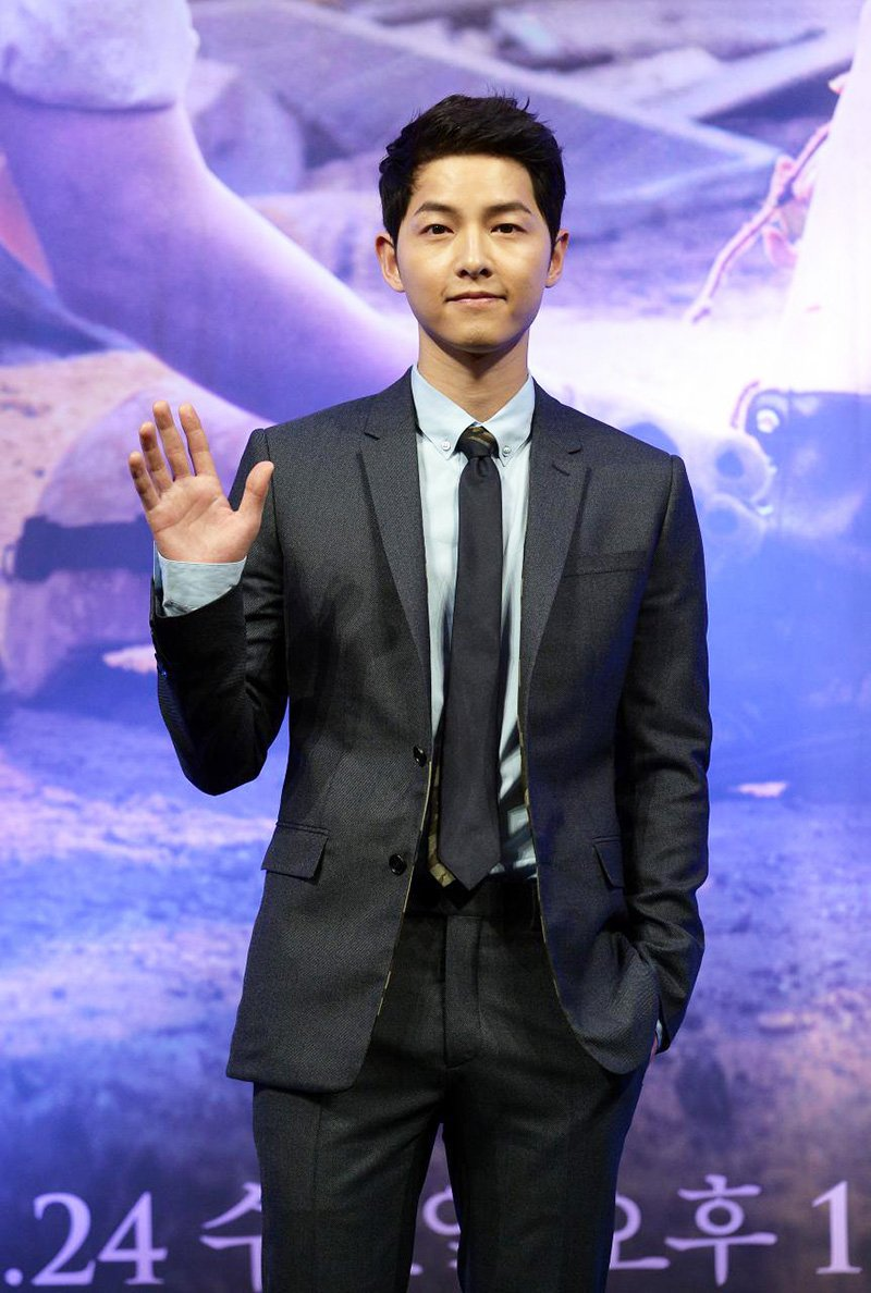 "Song Joong Ki Reveals Why He Worked Out for ""Descendants of the Sun"" Role"