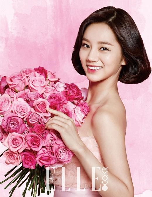 """Hyeri Talks About Beauty Tips and """"Reply 1988"""" in Elle Pictorial"""