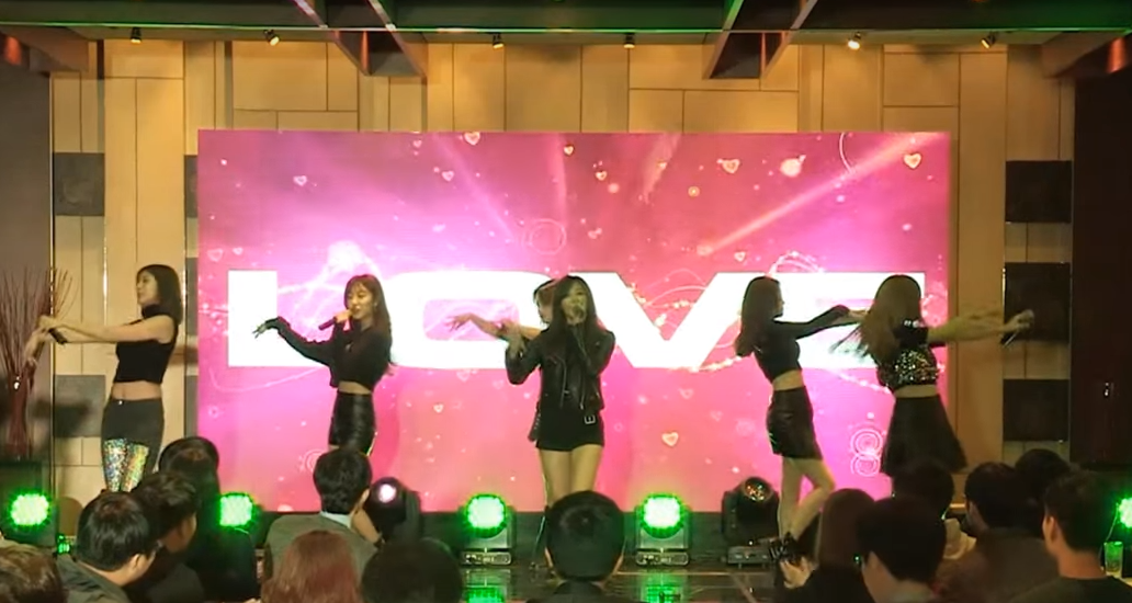 Watch: A Pink Continues to Perform Despite Background Music Completely Stopping