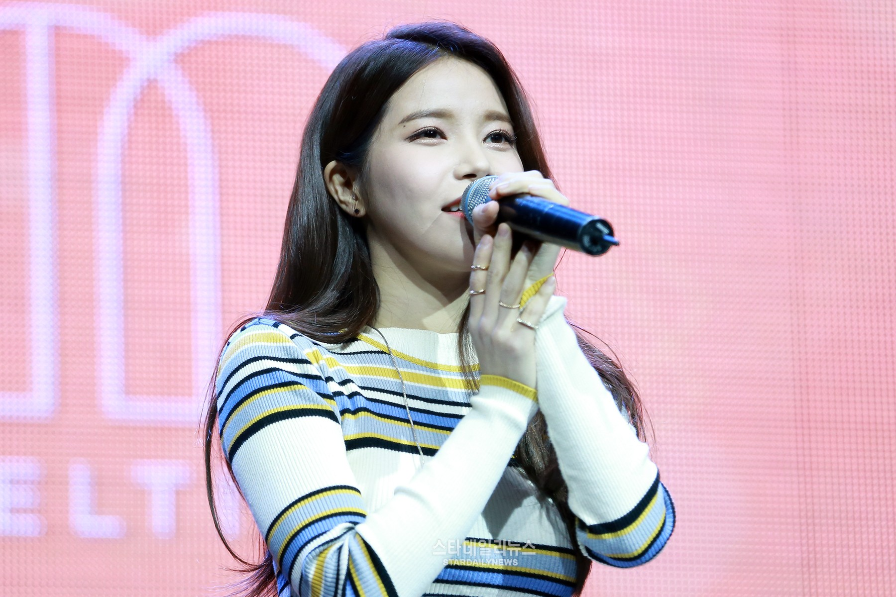 MAMAMOO's Solar Reveals Which Idol Group She Wants to Collaborate With