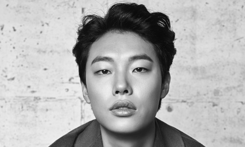 """Socialphobia"" Director Hong Suk Jae Stands Up for Ryu Jun Yeol"