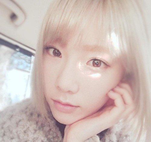 Girls' Generation's Taeyeon Shares Photo of Hair Dye Job Gone Bad